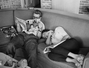 """Con Elizabeth Taylor en un descanso de """"Gigante"""""""