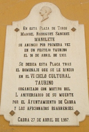 """Placa a """"Manolete en la Plaza de Toros de Cabra (Córdoba)"""