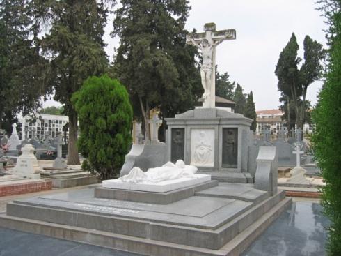 """Mausoleo definitivo de """"Manolete"""" en el cementerio de Ntra. Sra. de la Salud de Córdoba."""