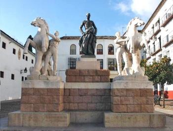 Monumento en su Córdoba natal