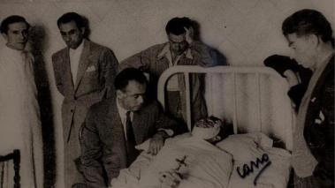 """Teodoro Matilla, """"El Pipo"""" y su fiel Guillermo velando el cadáver."""