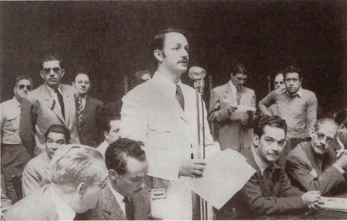 Jorge Negrete, presidente de la ANDA. A su izquerda Mario Moreno (Cantinflas)