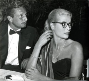 Grace con el diseñador Oleg Cassini