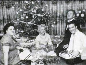 Elvis con sus padres y Anita Wood (Navidad 1957)