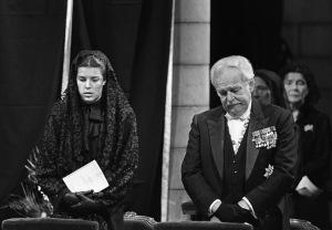 Rainiero con su hija Carolina en el funeral de Grace.