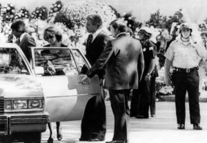 Ann Margret también asistió al entierro