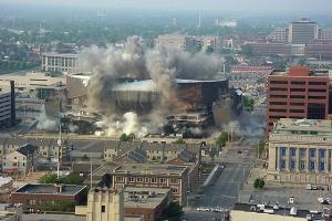 El Market Square Arena fue demolido en 2001