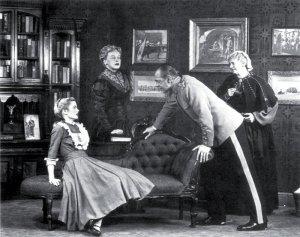 En Broadway interpretando la obra de teatro El padre junto  a Raymond Massey.