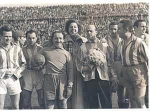 Junto a Paco Martínez Soria y Alady (Carlos Saldaña), en un festival bénefico-deportivo.