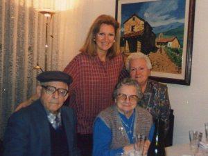 Milagros con Mª Eugenia y sus futuros suegros Ramón y Florentina.