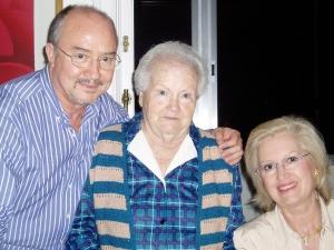 José Mª, Milagros y Mª Eugenia.