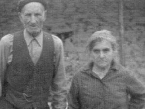 Su tío Amador con su esposa Matilde.
