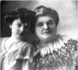 Lorenza Cobián con su hija María Pérez-Galdós Cobián.