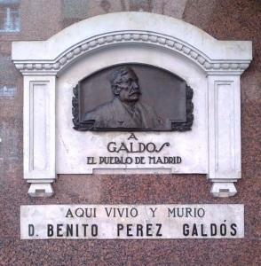Recordatorio en la fachada de la casa donde murió Pérez Galdós.
