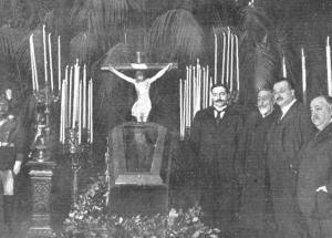 El cadáver de Benito Pérez Galdós expuesto al público en el salón del Ayuntamiento.