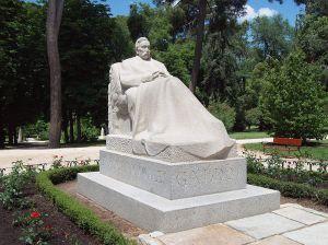 Monumento a Galdós en el Retiro de Madrid. (Victorio Macho 1919)