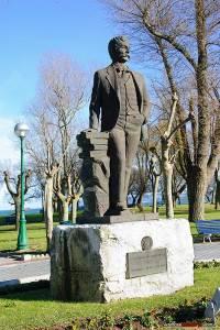 Estatua dedicada a Benito Pérez Galdós en Santander.