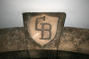 Escudo en la piedra angular del arco