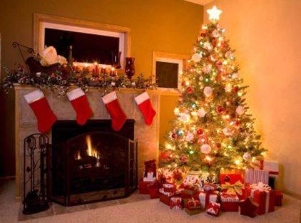Árbol de Navidad con los regalos de Papá Noel.
