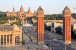 Barcelona (Plaça d'Espanya con Montjuic al fondo)