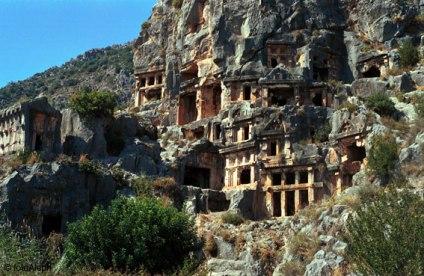 Myra (Demre, Turquía). Necrópolis rupestre con tumbas licias (siglo V a C).