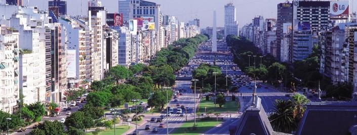 2 - Avenida 9 de julio, al fondo el Obelisco (Buenos Aires)