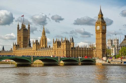 Londres (Casas de parlamento y el Big Ben en Westminster sobre el río Támesis)