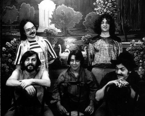 Secta Sónica con el Gato Pérez, en segunda fila (1976)