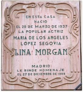Placa en la fachada de la casa donde nació la artista.