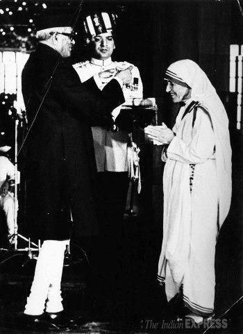 Recogiendo el galardón Bharta Ratna.
