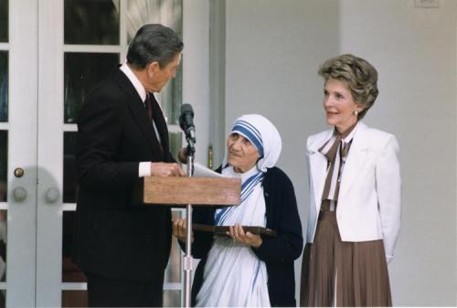 Con el el presidente Ronald Reagan y su esposa Nancy en la Casa Blanca en 1985.