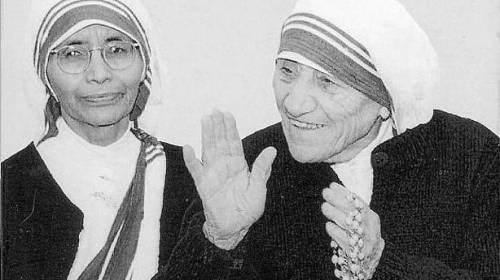 La Madre Teresa junto a su sucesora Nirmala Joshi.