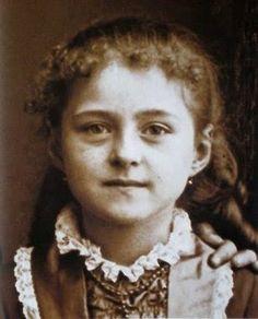 Agnes a la edad de 7 años.