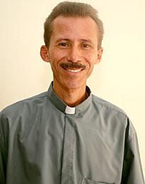 El Padre Elmiran Ferreira.