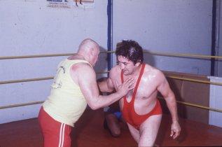 Entrenándose en la lucha libre.