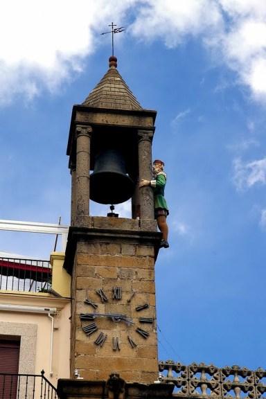 Plasencia, (El abuelo Mayorga, muñeco articulado que da las horas en el reloj del Ayuntamiento de la Plaza Mayor)