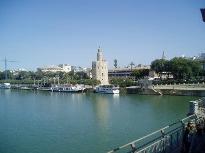 Sevilla, (El río Guadalquivir y la Torre del Oro)