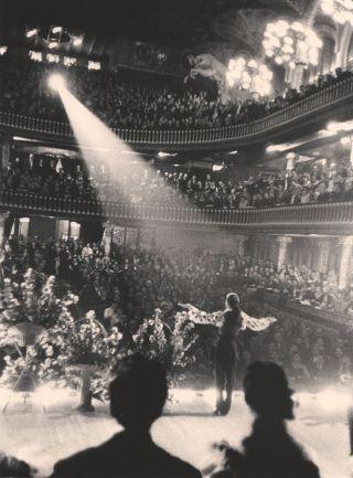 Recibiendo los aplausos del público del Palau de la Música de Barcelona.
