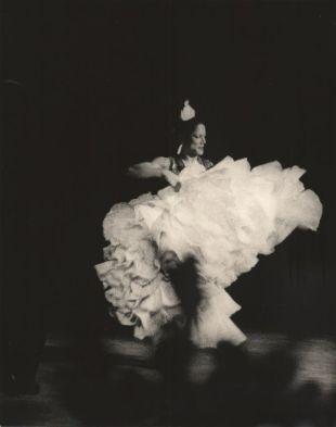 Carmen bailando por última vez en un escenario. (Begur, Girona).