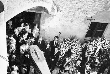 El cortejo fúnebre.