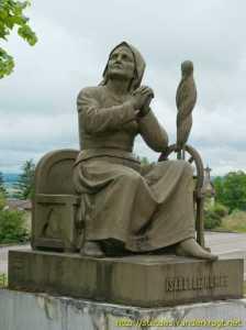 Monumento a Isabelle Romée, su madre.