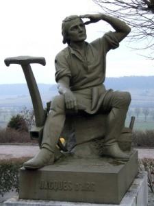 Monumento a Jacques d'Arc, su padre.