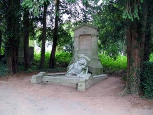Tumba de Julio Verne en el cementerio de la Madeleine.