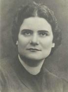 Su hermana Marie.