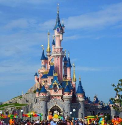El castillo de La bella durmiente en Disneyland, Paris.