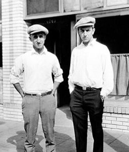 Walt Disney con su hermano Roy.