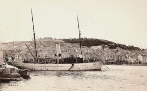 La embarcación Michel III en el puerto de Sète en la Provenza.