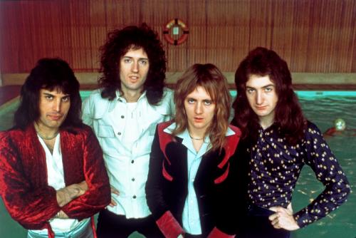 Freddie con sus compañeros, Brian May, Roger Taylor y John Deacon.