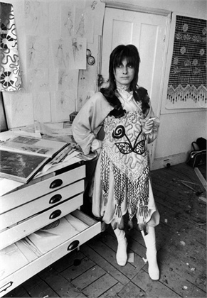 English fashion designer Zandra Rhodes, July 1970. (Photo by Evening Standard/Hulton Archive/Getty Images)