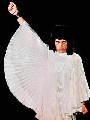 Freddie con un diseño de Zandra Rhodes.